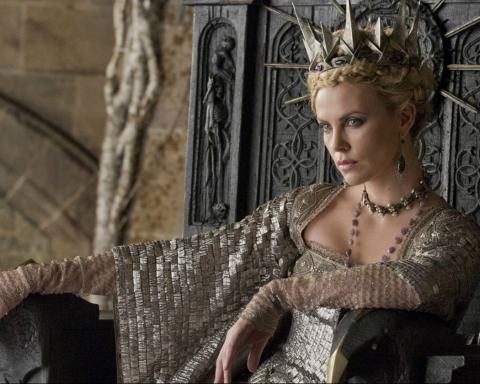 Charlize-Theron-regina-cattiva-di-Biancaneve-e-il-cacciatore