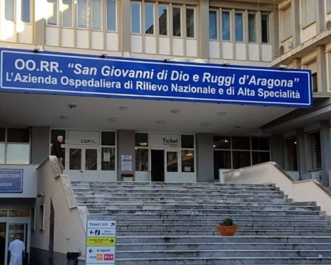 ob_69ec4d_ospedale-salerno-696x522